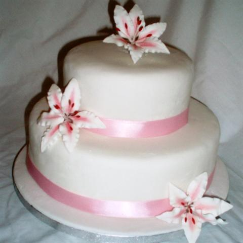 Wedding Cakes With Stargazer Lilies Stargazer Lily Wedding Cake